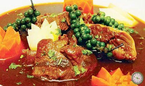 Thịt bò hầm lagu cực thơm với hương vị tiêu xanh cay nồng